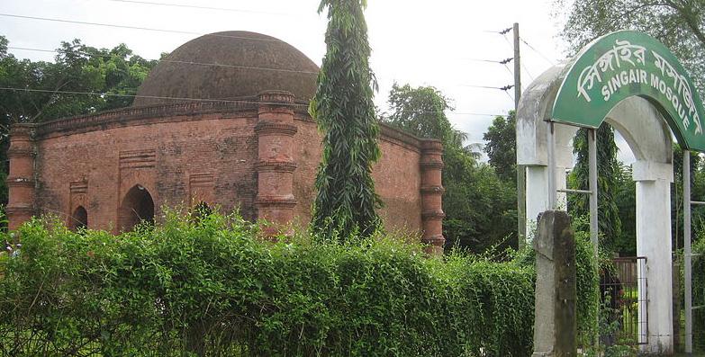 খুলনা-বাগেরহাট মহাসড়কের পাশ দিয়ে তোলা: সিঙ্গাইর মসজিদ