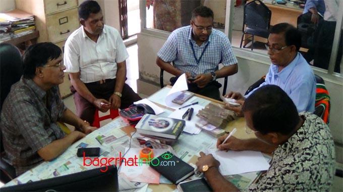 Bagerhat-Pic-2(13-07-2015)Bank-Taka