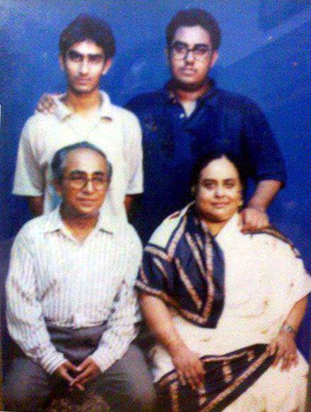 anwar-hossain-family-pic